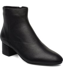 vicky l shoes boots ankle boots ankle boots with heel svart shoe the bear