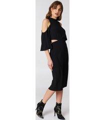 na-kd cut out tied neck dress - black