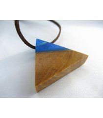 drewniany wisiorek trójkąt oliwka+niebieski