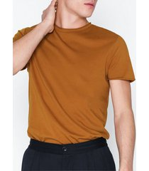 filippa k m. roll neck tee t-shirts & linnen ochre
