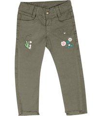 pantalón con decorado verde militar