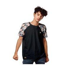 camiseta raglan salmão folhas masculina