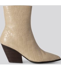 na-kd shoes croc western heel pointy boots - beige