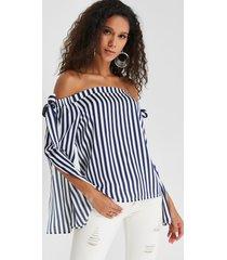 blusa de mangas con diseño de abertura en el hombro a rayas