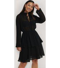 na-kd boho high frill neck dress - black