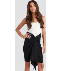 na-kd party front twist skirt - black