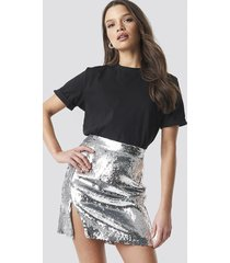 linn ahlborg x na-kd sequin mini skirt - silver