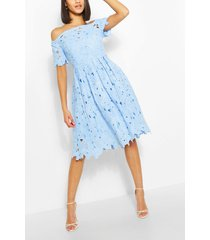 boutique off-the-shoulder kanten skaterjurk, pastelblauw