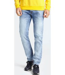 jeansy chinosy fason slim