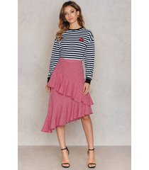 na-kd boho double layer asymmetric skirt - red,multicolor
