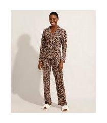 pijama camisa de fleece manga longa estampado animal print de onça com bolso marrom