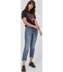 jeans mom straight