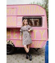 ambika jurk rosé taylor kort