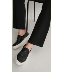 na-kd shoes croc slip in trainers - black