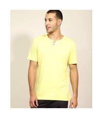 camiseta masculina básica manga curta gola portuguesa amarelo