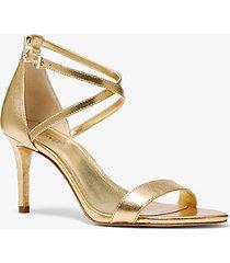 mk sandalo ava in pelle metallizzata - oro pallido (oro) - michael kors