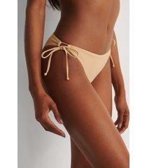 marije zuurveld x na-kd recycled bikiniunderdel - beige