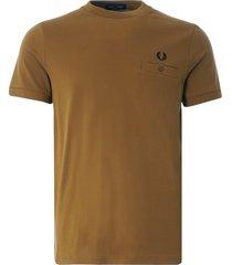 fred perry pocket detail pique t shirt | dark caramel | m8531-644