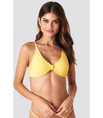gerda x na-kd node detail bikini top - yellow