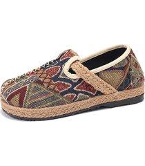 scarpe basse in lino stampato con stile folcloristico