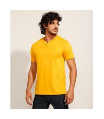 camiseta masculina básica manga curta gola portuguesa mostarda