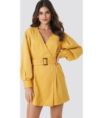 na-kd classic balloon sleeve belted blazer dress - yellow