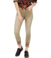 pantalón desigual beige - calce skinny