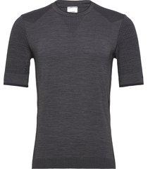 hmltracker seamless t-shirt t-shirts short-sleeved svart hummel