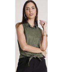 camisa feminina com bolso e nó sem manga verde militar