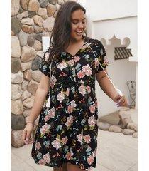 botón de talla grande diseño cuello de pico con estampado floral vestido