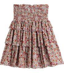 blommig kjol i utställd, kort modell