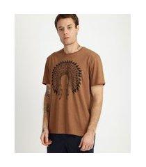 camiseta masculina cocar de índio manga curta gola careca marrom