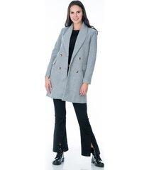 abrigo para dama gris con bolsillos laterales y cuatro botones frontales