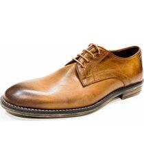 zapato marrón prototype kang