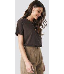 na-kd trend safari oversized tee - brown