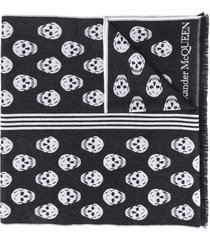 alexander mcqueen skull-print frayed-edge scarf - black