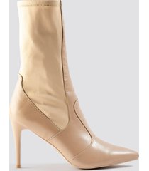 na-kd shoes pointy pu mix boots - beige