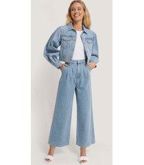 annais x na-kd jeans med raka ben - blue