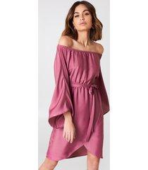na-kd off shoulder kimono sleeve dress - pink