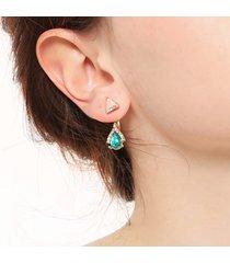 orecchini pendenti in pietra con gemma classica orecchini pendenti con triangoli geometrici orecchini pendenti con piercing