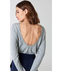 na-kd basic deep back long sleeve top - grey