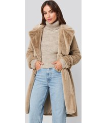 hannalicious x na-kd double breasted belted faux fur coat - beige