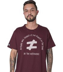 camiseta masculina be the difference bordô stoned