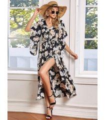 vestido largo con diseño de cinturón con estampado floral y cuello en v con dobladillo con aberturas irregulares