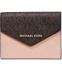 mk portafoglio a bustina medio in pelle con logo - marrone/rosa tenue (marrone) - michael kors