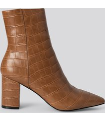 na-kd shoes croc pointy toe half boots - brown