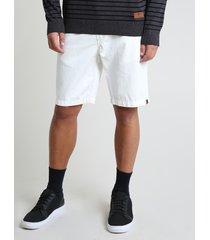 bermuda de sarja masculina com bolsos off white