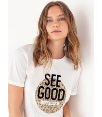 camiseta gráfica bajo anudado