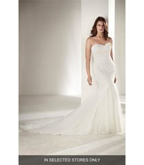 plus size women's pronovias drimea strapless mermaid gown with tulle cape, size - ivory