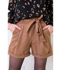 leren shorts met strik camel